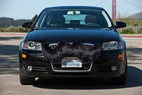 moustache tuning pour voiture : carstache
