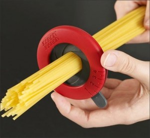 étau mesure la quantité de spaghettis selon le nombre de personnes