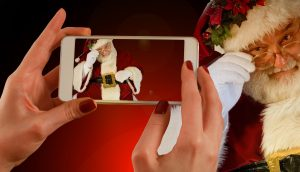 christmas_santa_claus_nicholas_hands_keep_smartphone_iphone_mobile_phone-1161337