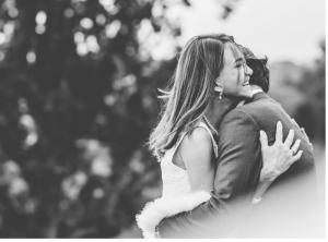 Photo noir et blanc d'un couple